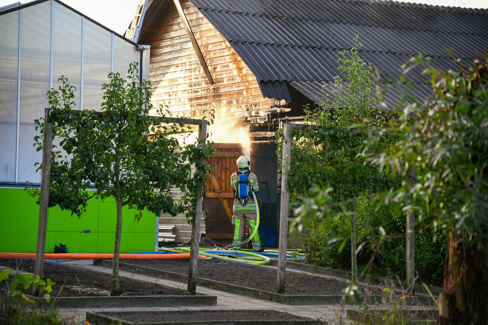 Brand in houten schuur op schoolterrein in Maartensdijk