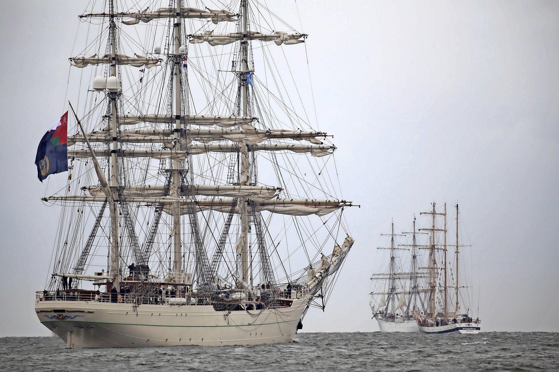 Oude tijden herleven op de Rede van Texel met levend schilderij van zeilschepen tijdens Sail Den Helder. Volgend jaar krijgt Oudeschild al een voorproefje