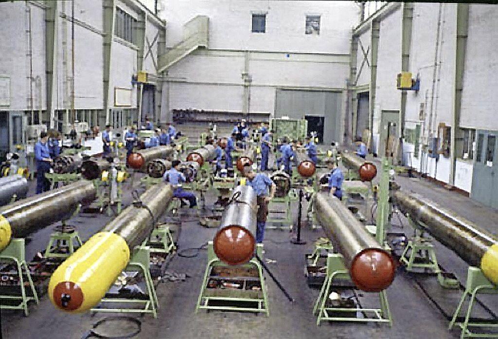 Vervangen spuitcabines voor verf met chroom-6 op De Kooy staat pas in 2022 op het programma; Veel meer giftig materiaal gebruikt bij Defensie