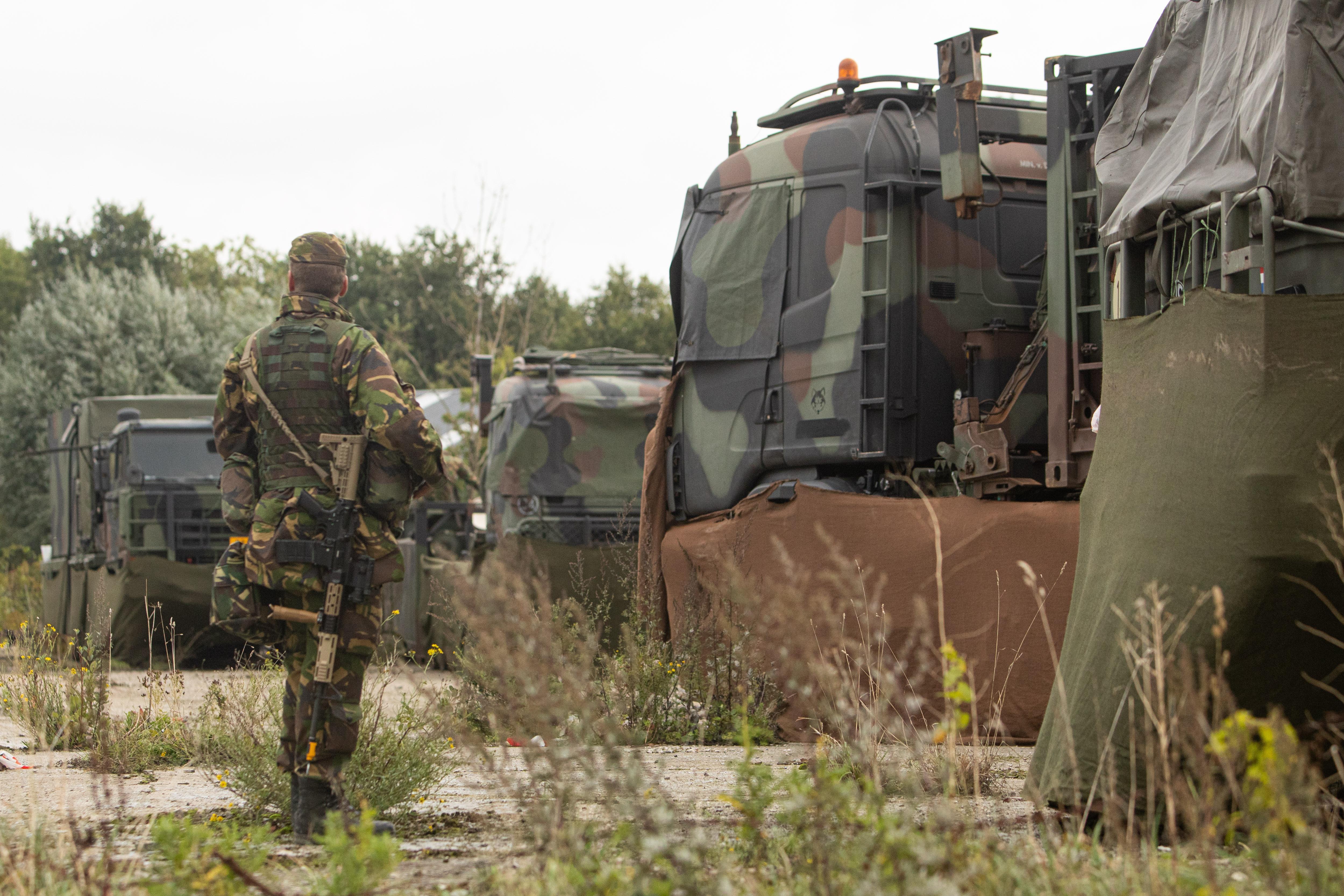 Militairen oefenen langs de Eem voor internationale missies