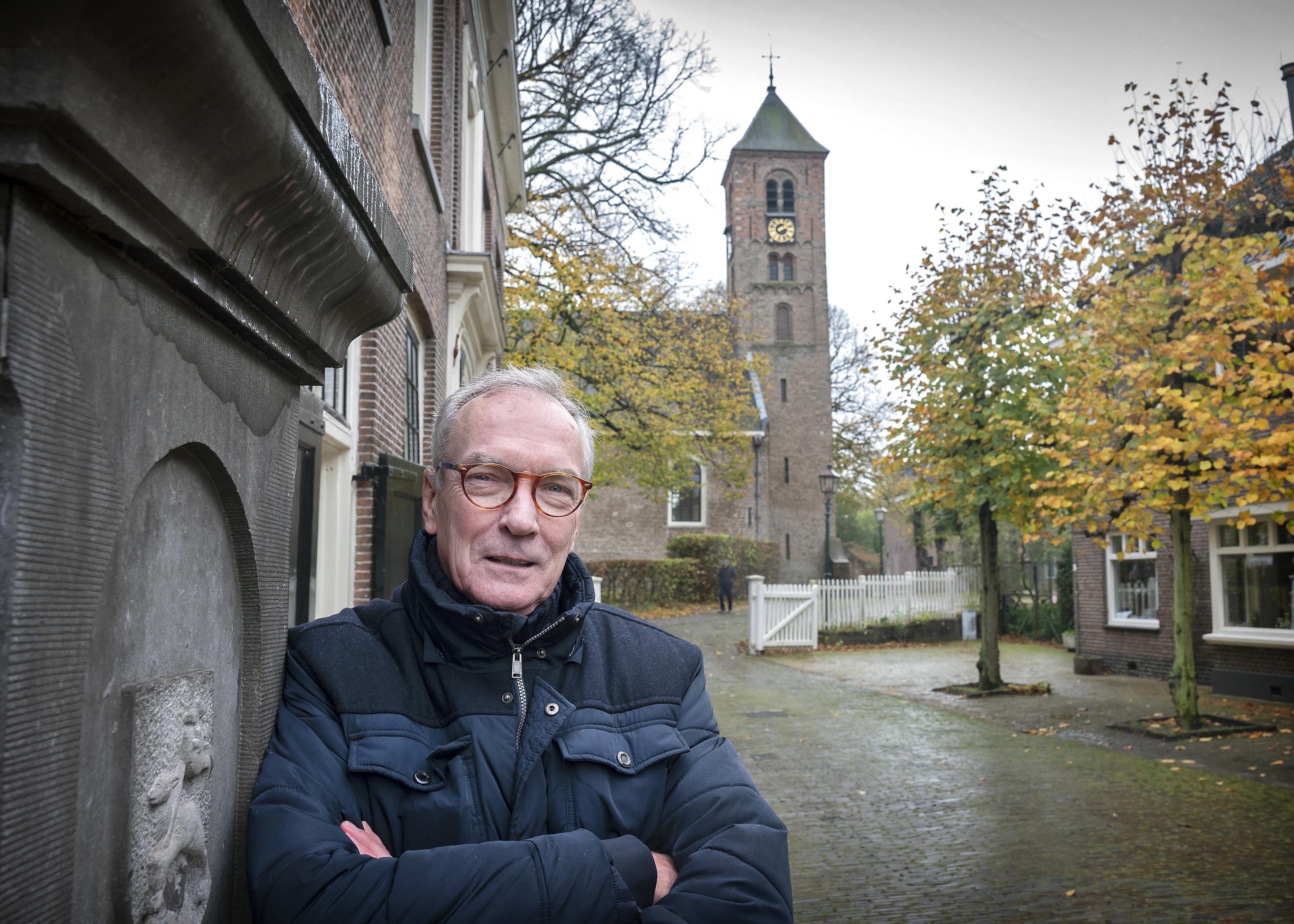 Opgravingen in Engelmunduskerk Oud-Velsen gebundeld in boek. 'Er is meer duidelijkheid over wat wanneer werd gebouwd'