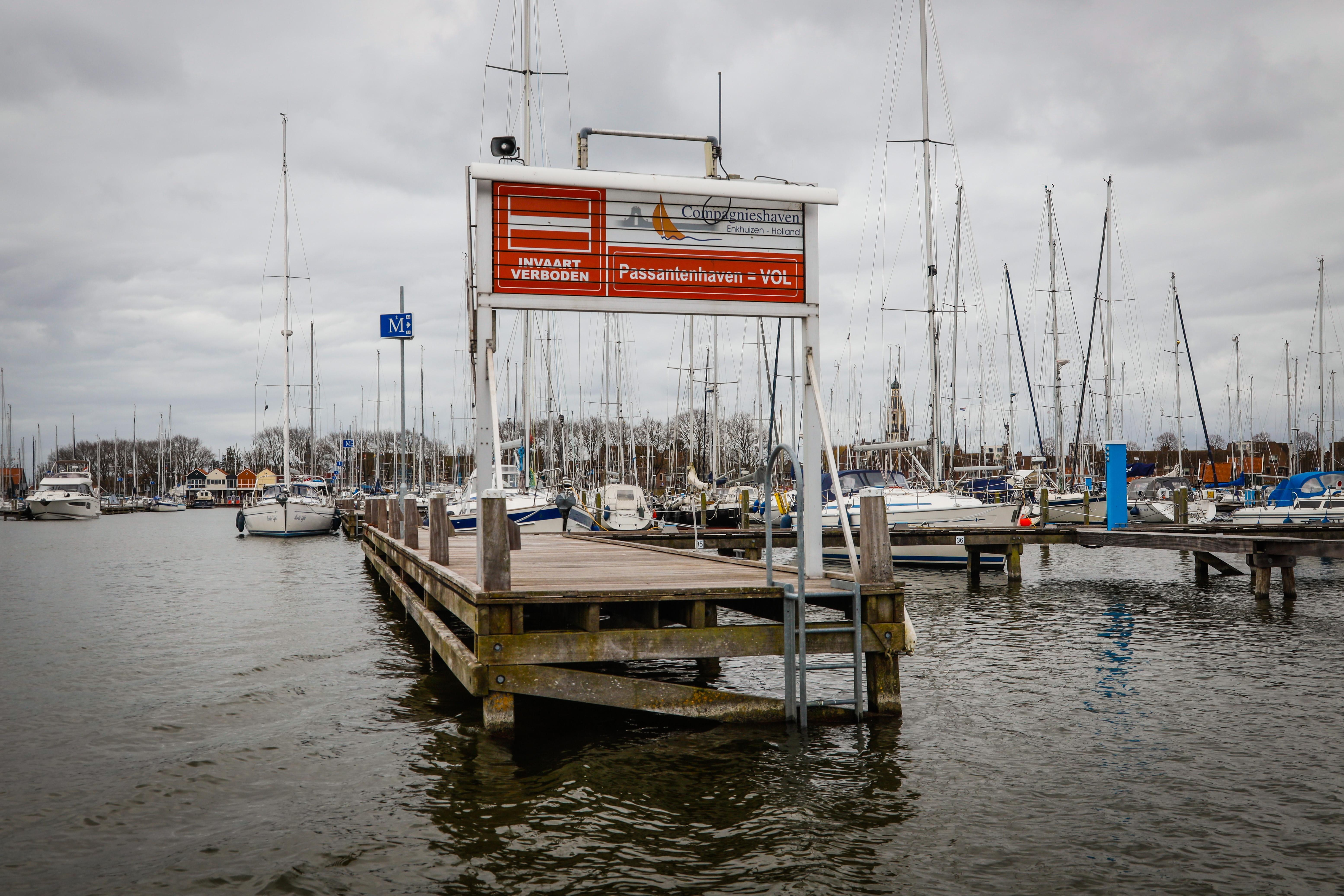 Havens in West-Friesland worstelen met regels rond corona: 'Moeten we boten nu wel of niet in de haven laten?!'