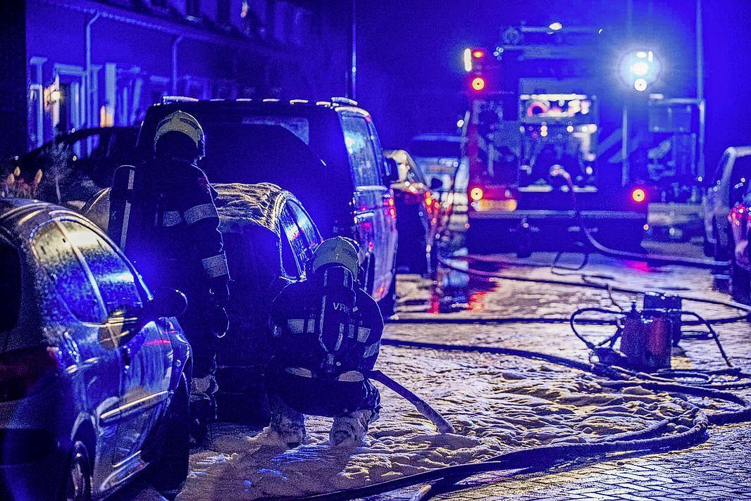 Auto uitgebrand aan de Rijvordtlaan in Beverwijk, voertuig kon niet meer gered worden