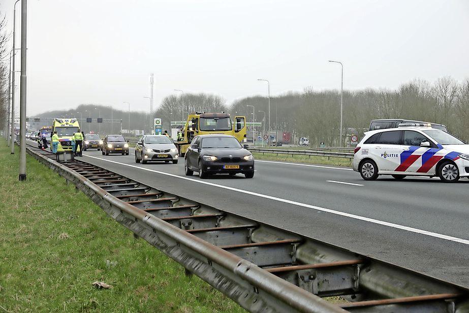 Botsing tussen bestelwagen en motor op A7 bij Noordbeemster; motorrijder gaat onderuit, met forse file als gevolg