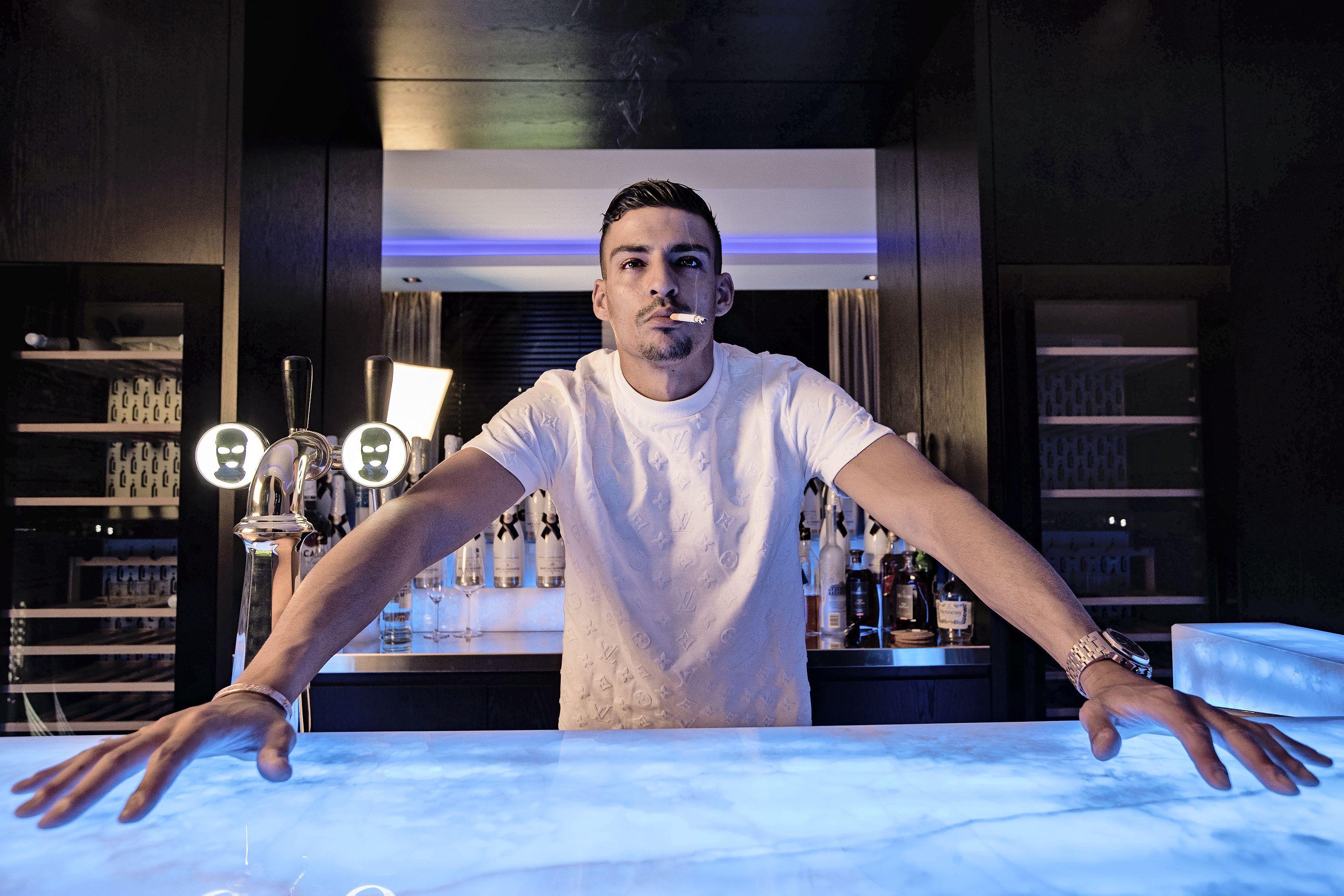 Een clublied van rapper Boef: dat zou voor AZ een mooie kans zijn | column Brian Wijker