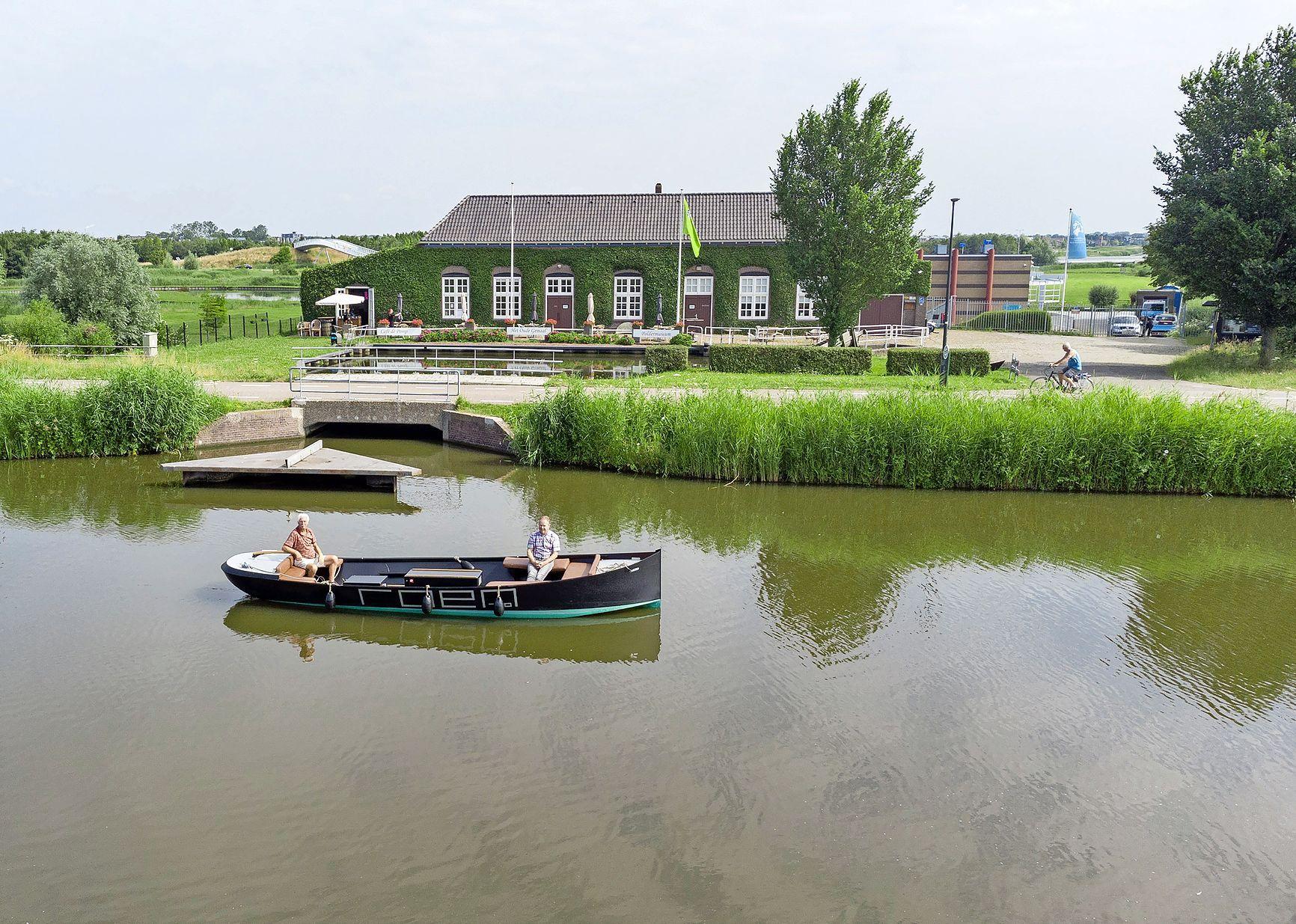 Op een bijzondere manier langs vier musea in de regio Alkmaar. Cultureel varen in elektrische sloepjes. 'Alle vier op één dag zal nog niet meevallen'