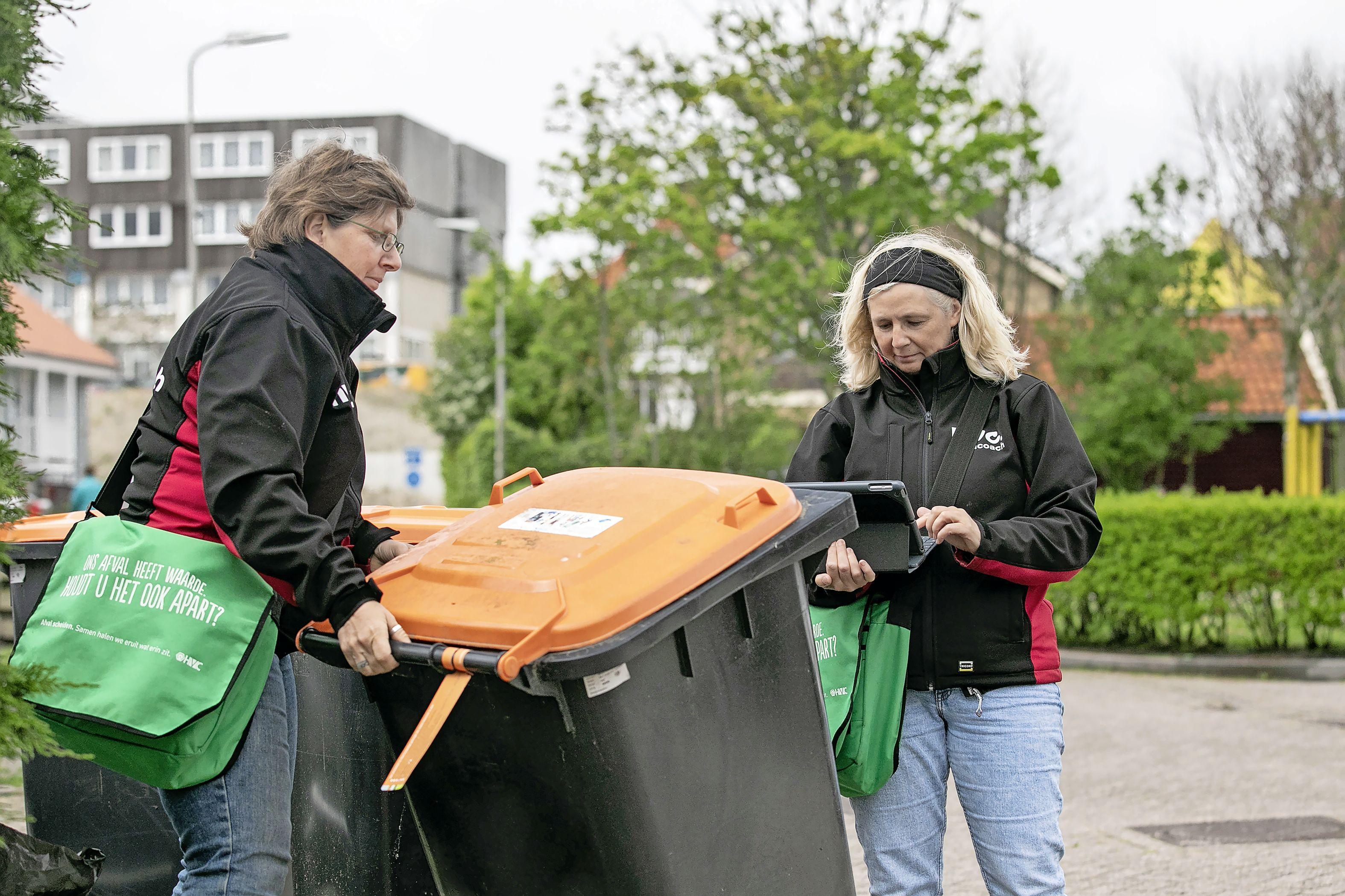 Texelaars leveren zeker drie keer zoveel onbruikbaar plastic afval aan als bewoners van andere gemeenten. Dat jaagt de gemeente flink op kosten