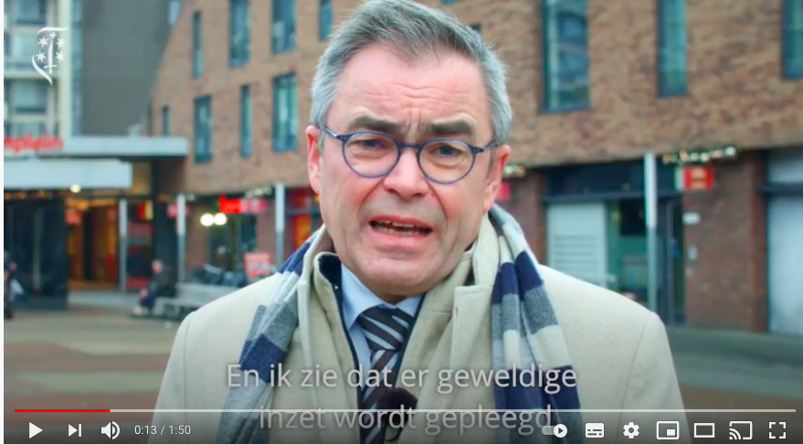 Burgemeester Jos Wienen spreekt Haarlemmers toe over rellen [video]