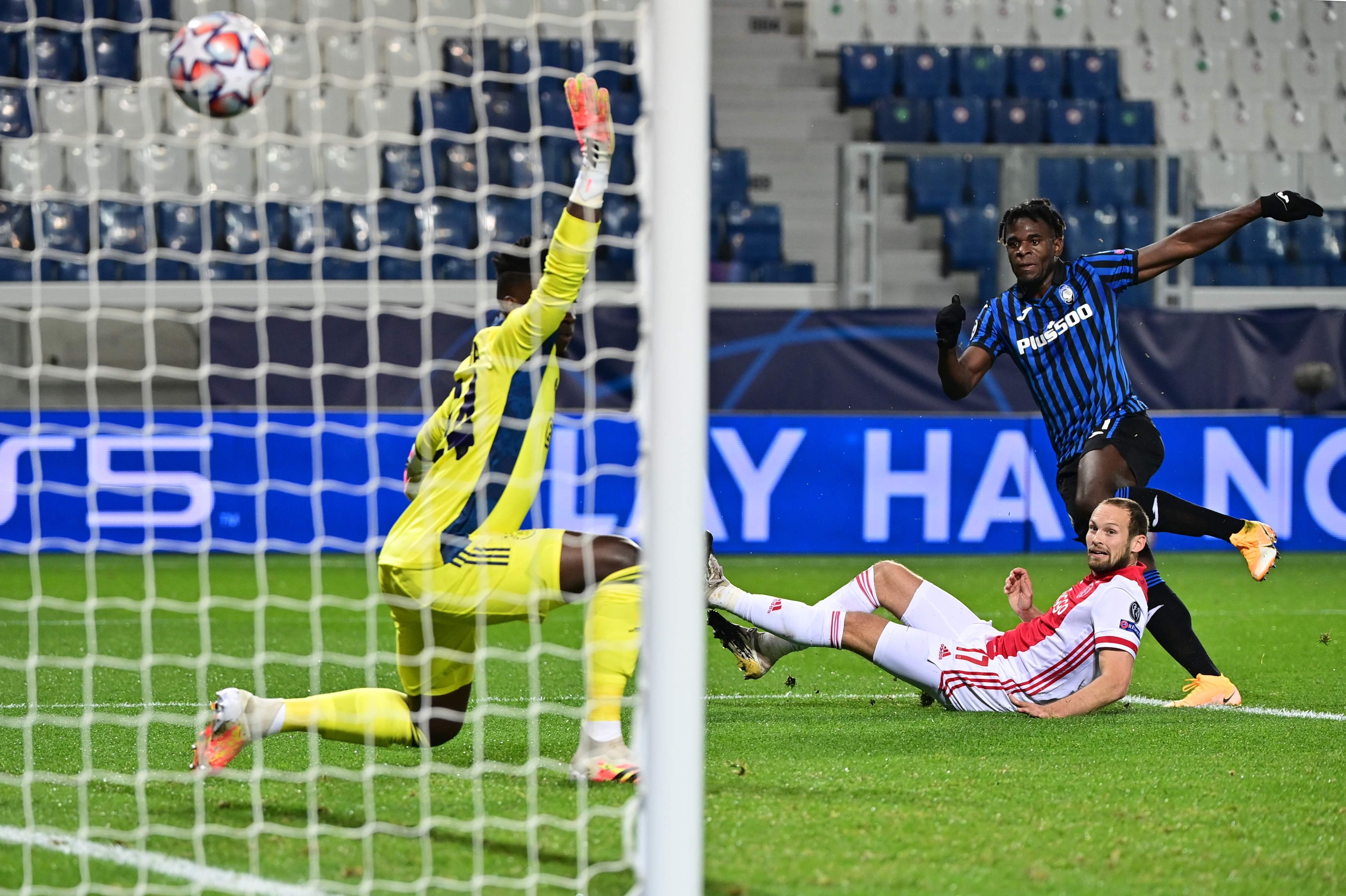 Ajax laat winst glippen in Bergamo, op rozen halverwege maar slechts een puntje aan het eind tegen Atalanta [video]