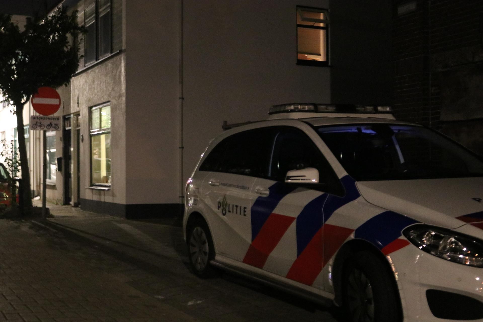 Inwoner Sassenheim gestoken nadat hij inbrekers op heterdaad betrapt; daders voortvluchtig