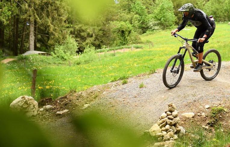 Voor de boswachter is de maat vol. Weer racen mountainbikers dwars door een afgesloten natuurgebied op Texel: 'Als dit zo blijft, geen evenementen meer'