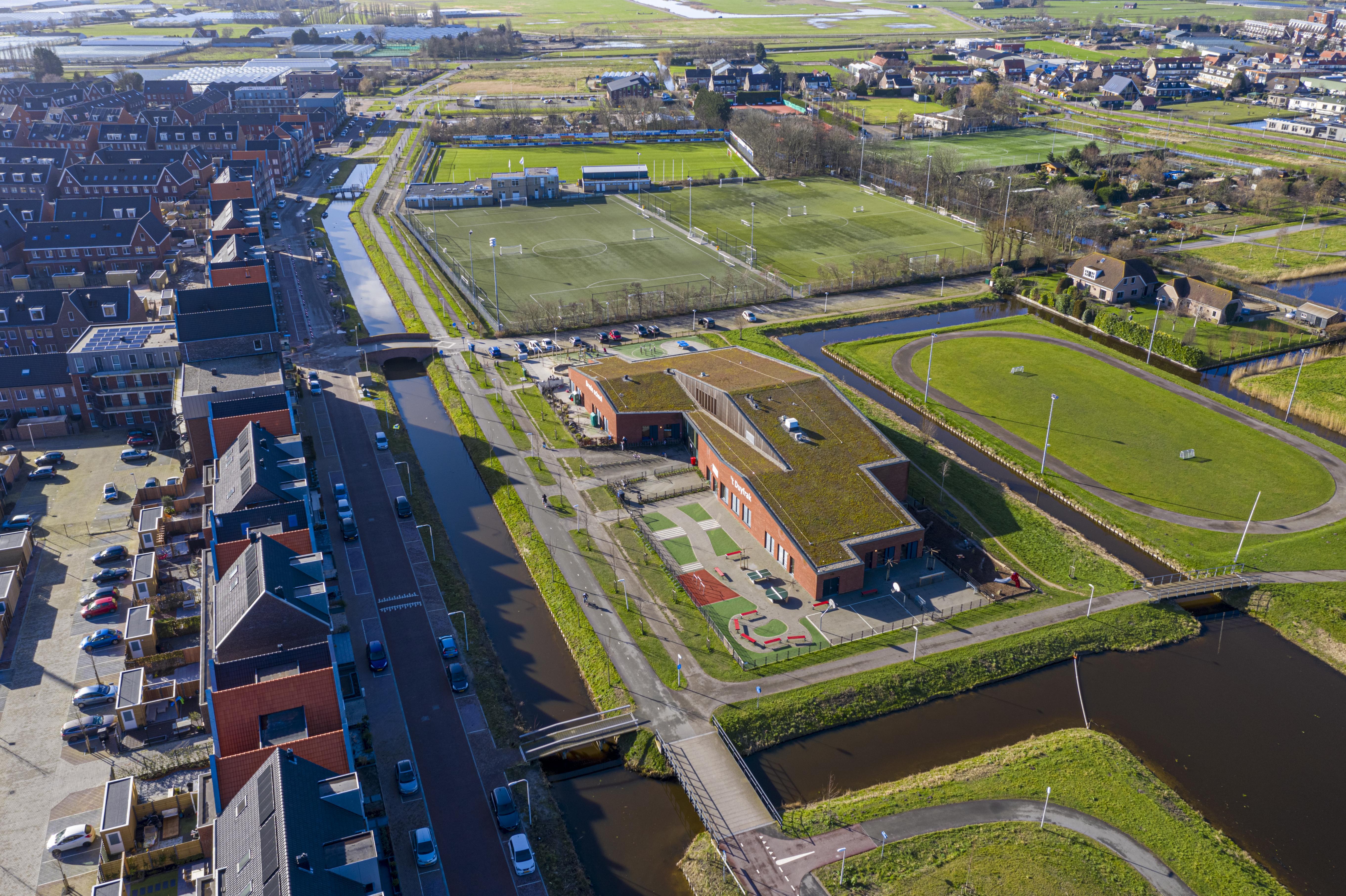 Basisschool De Dubbelburg hoopt dat de provincie drie noodlokalen wil bekostigen. Er bleek veel meer animo voor Openbaar basisonderwijs dan gedacht
