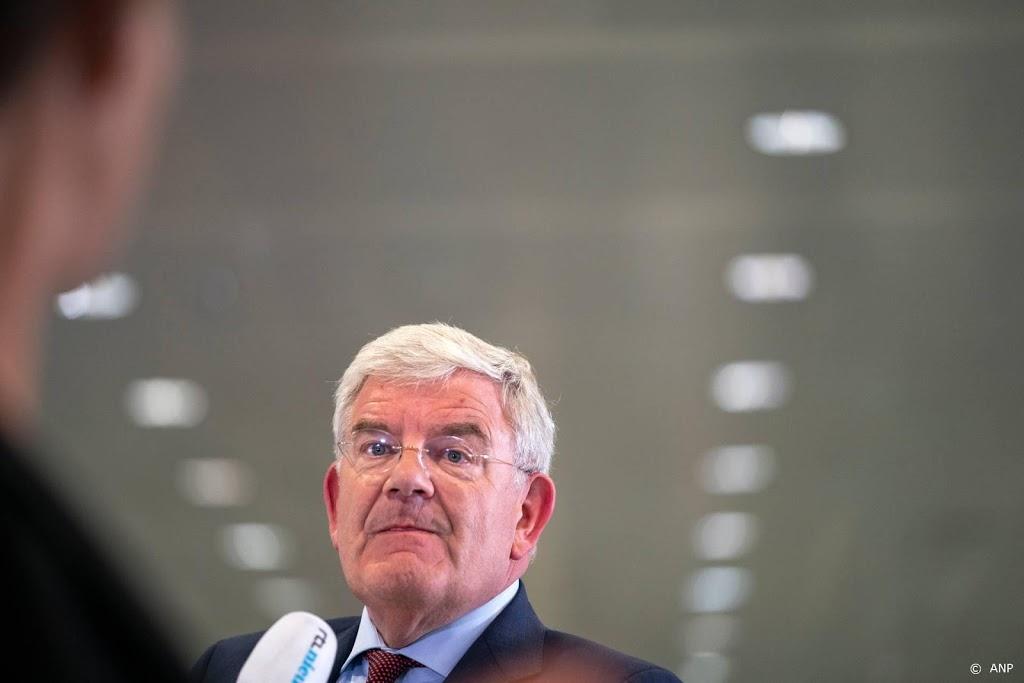 Haagse burgemeester eerder terug van vakantie na steekpartij