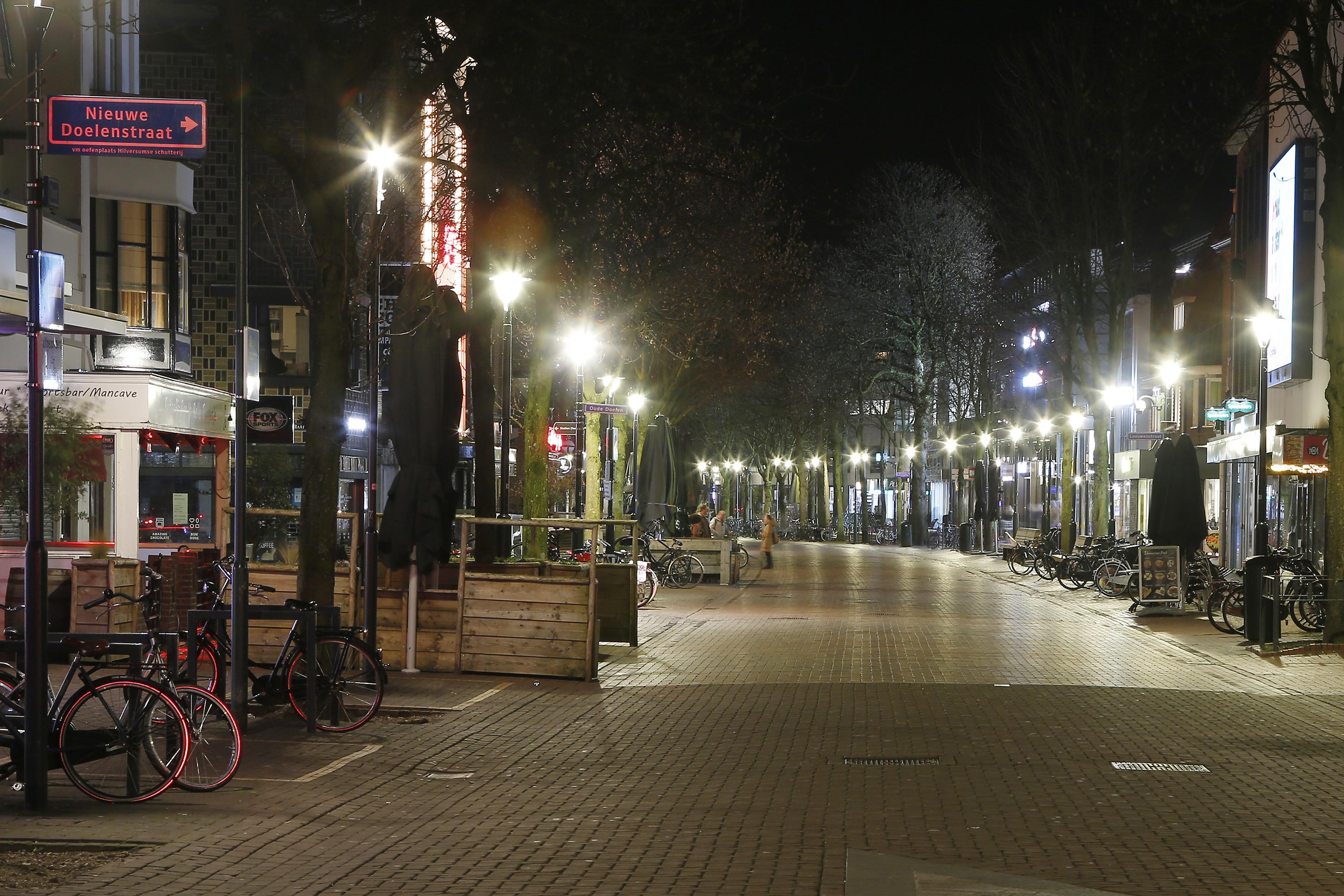Uitgaansleven in Hilversum volkomen op z'n gat, geen kip meer op straat