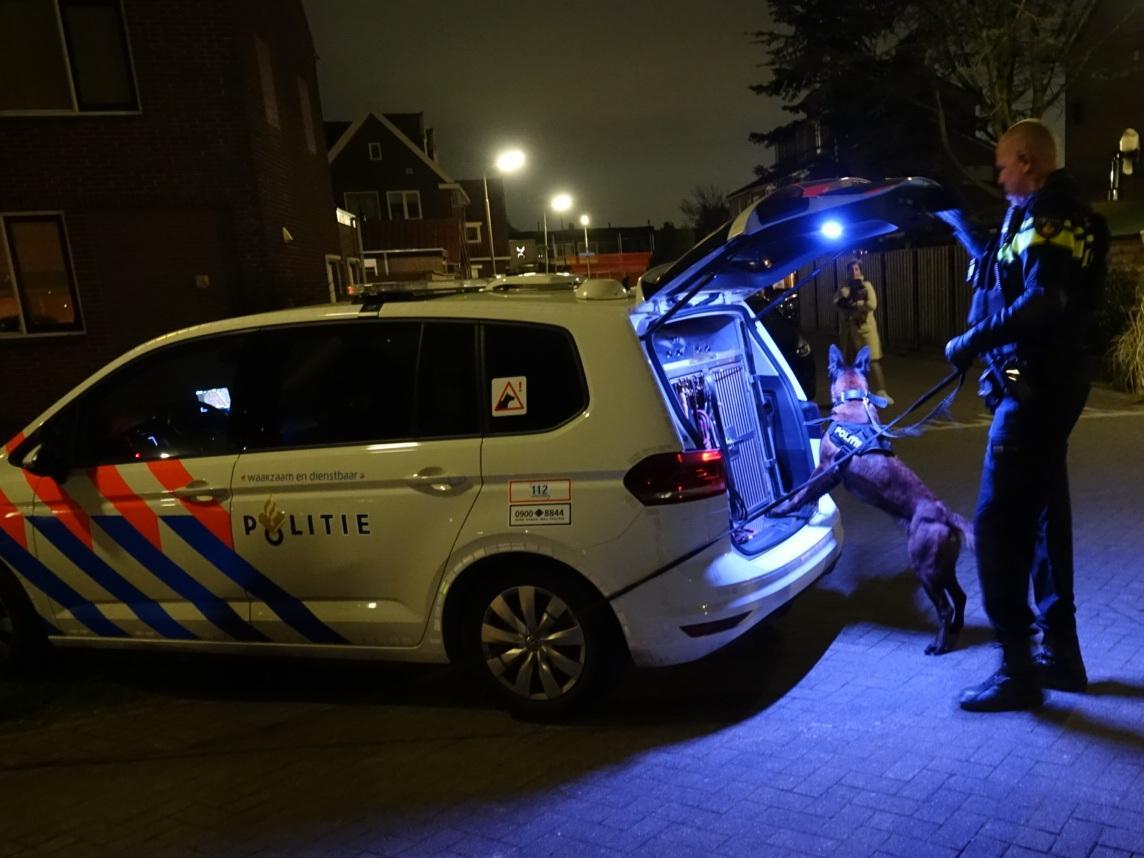 Gewelddadige overval op woning in Assendelft; twee bewoners licht gewond en bedreigd met vuurwapen [update]